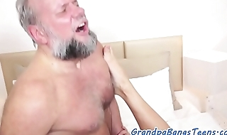 Teen beauty pleasured off out of one's mind lucky grandpa